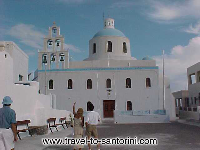 PANAGIA PLATSANI - The orthodox cathedral in Oia