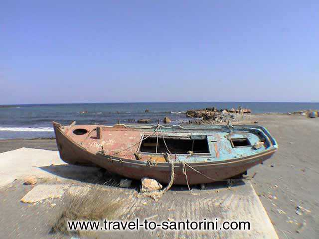 BOAT - Boat on the beach of Monolithos