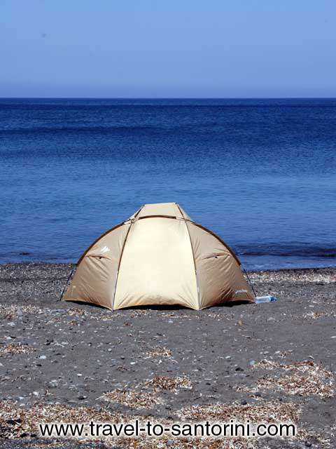 TENT - A tent on the beach in Pori, Santorini