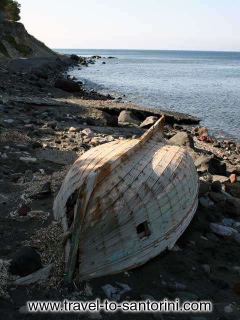 BOAT - An abandoned boat in Pori beach