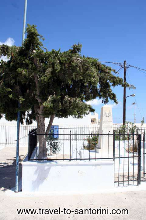 MONUMENT - Monument if Vourvoulos square in the memory of the execution of several men from the German ocupation forces on 29th April 1944