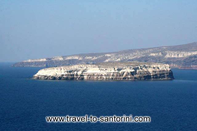 Aspronissi - View of Aspronissi from Akrotiri lighthouse