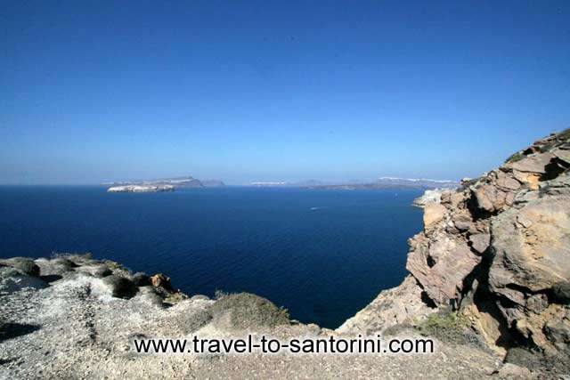 Caldera view - View of Aspronissi, Thirassia, Oia and the volcano from Akrotiri lighthouse