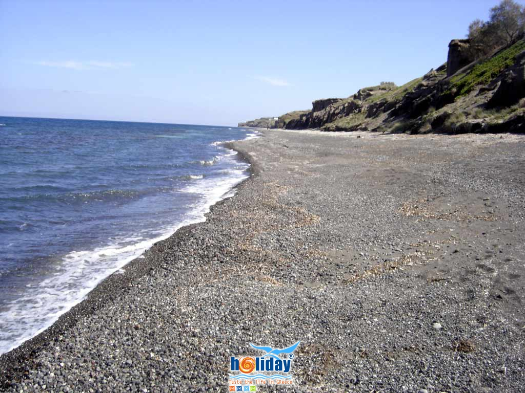 Baxedes beach pebbles - View of the beautiful beach of Baxedes in the area of Oia on Santorini island