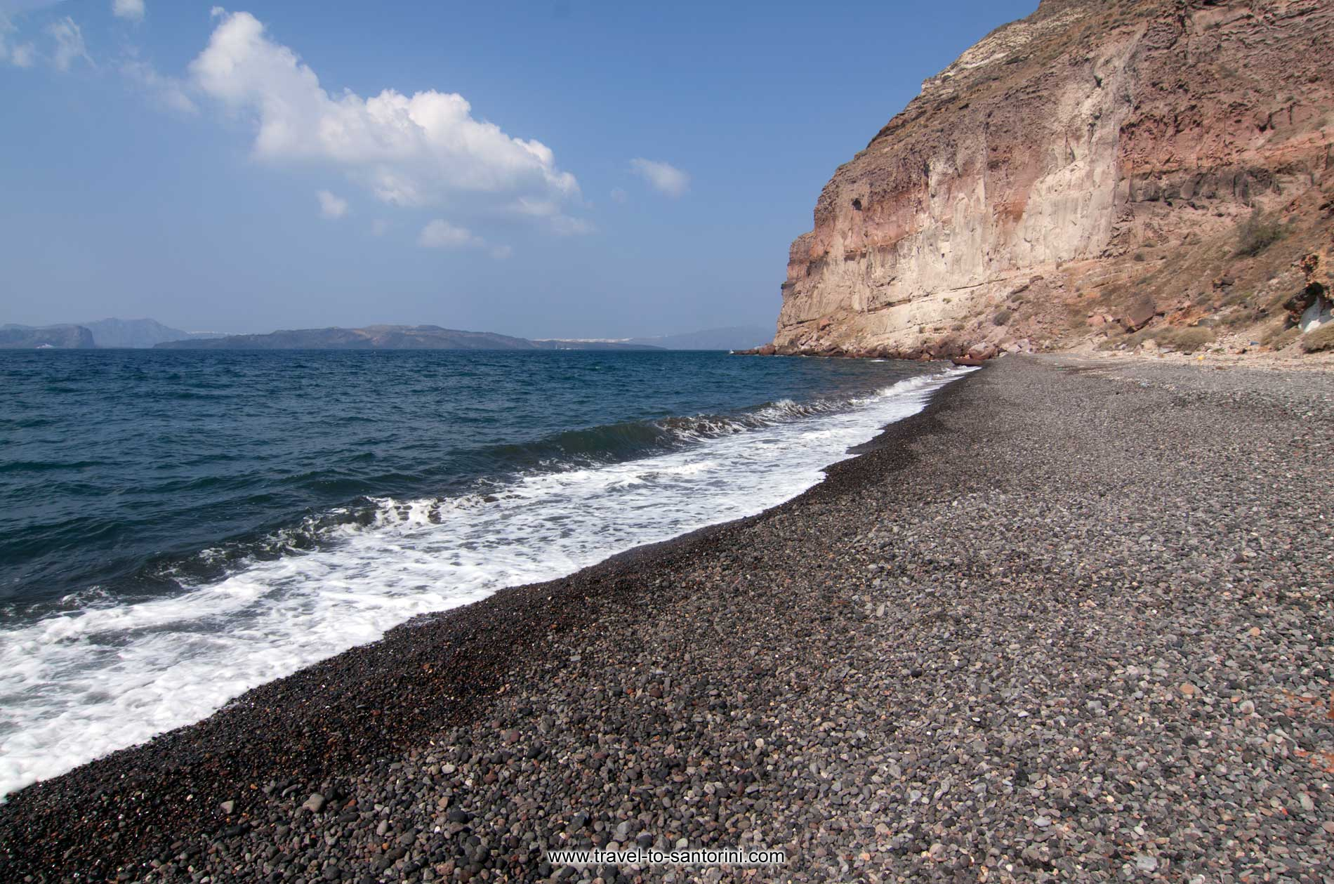 Tou Christou Ta Thermi - The secluded beach of Christou Ta Thermi inside the caldera bay