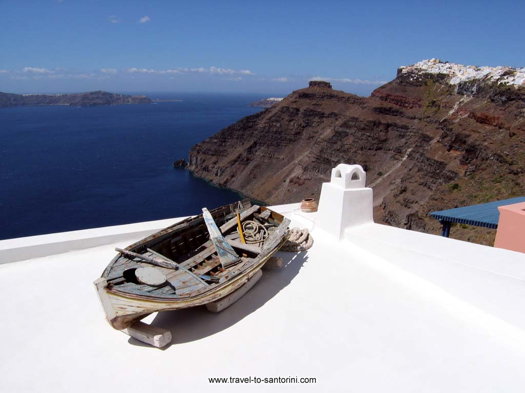 The famous boat - One of the most photographed scenes in Firostefani Santorini