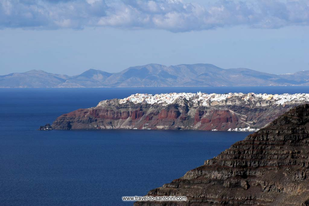 Skaros Oia Ios - When the weather is good (most times after a north wind) and the moisture low, one can see more than 10 islands around Santorini. In the picture (taken from Megalochori) Imerovigli (Skaros) Oia and Ios island are visible.