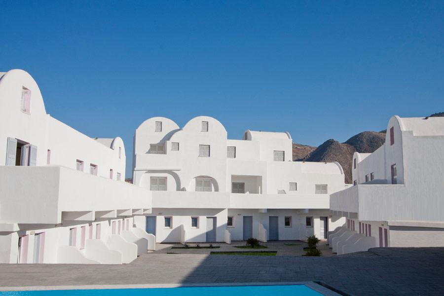 ODYSSEAS HOTEL IN  Perivolos