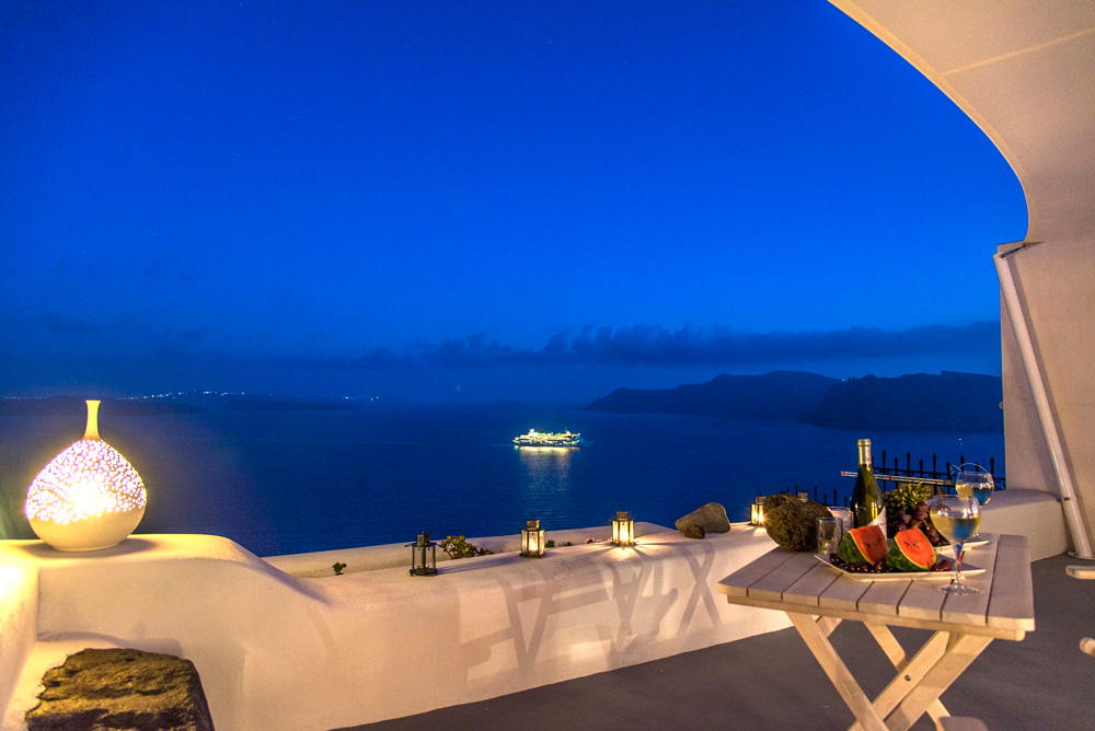 AMBITION SUITES IN  Oia, Santorini island, Cyclades - Greece