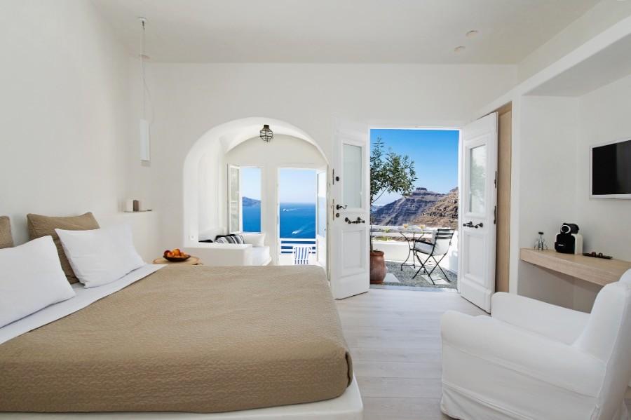 Porto fira suites hotels in fira santorini greece for Porto fira suites