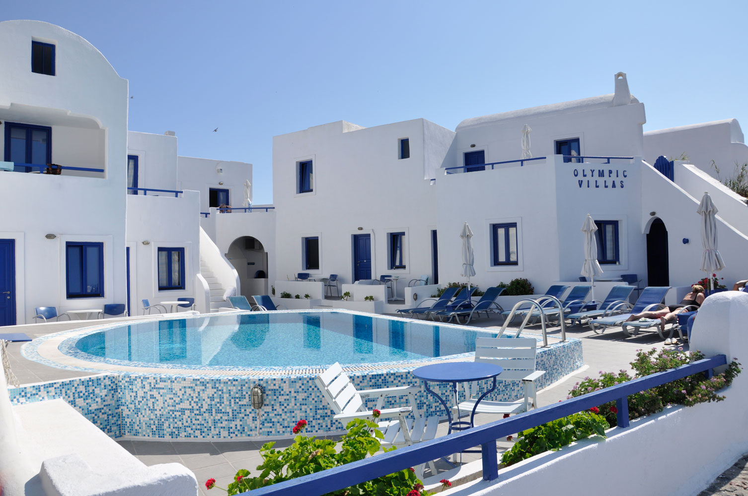 Olympic villas hotels in oia santorini greece for Hotels santorin