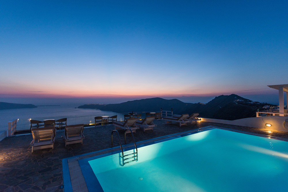 Gizis is located at one of the best view spots in Santorini CLICK TO ENLARGE