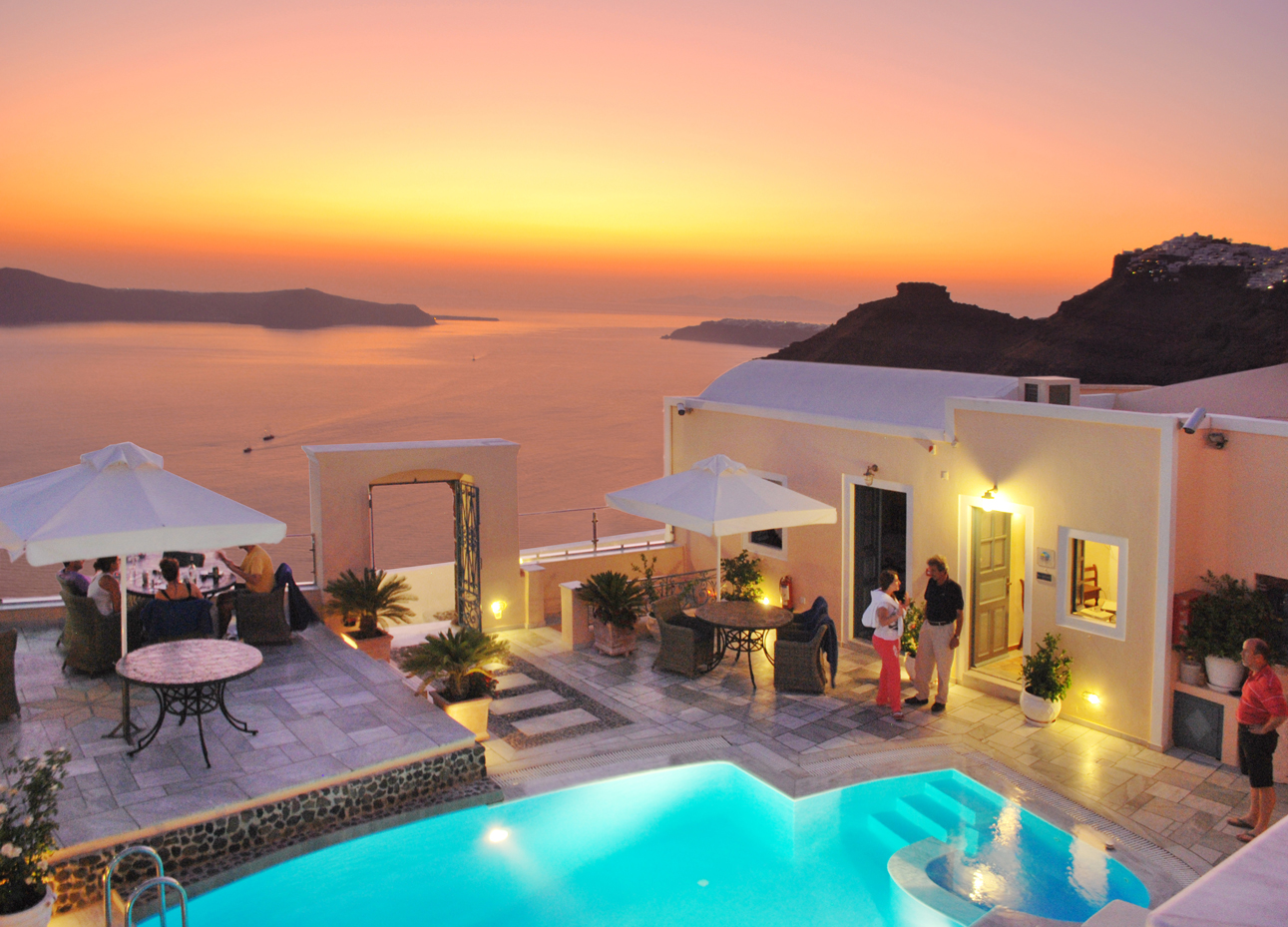 Anteliz suites hotels in fira santorini greece for Hotels santorin