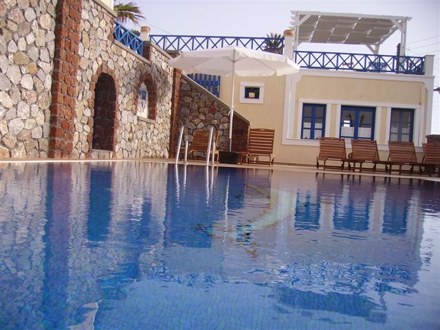 HOTEL THIRA & APARTMENTS IN  FIRA