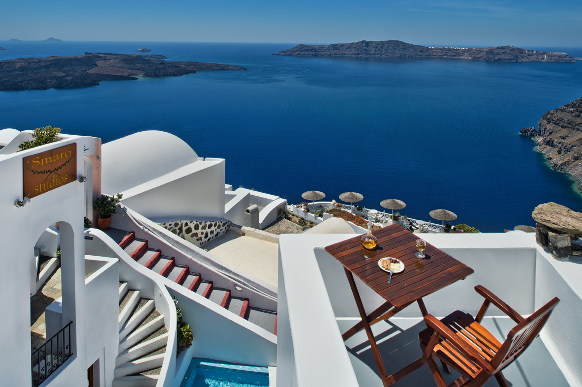 Smaro studios hotels in firostefani santorini greece for Hotels santorin