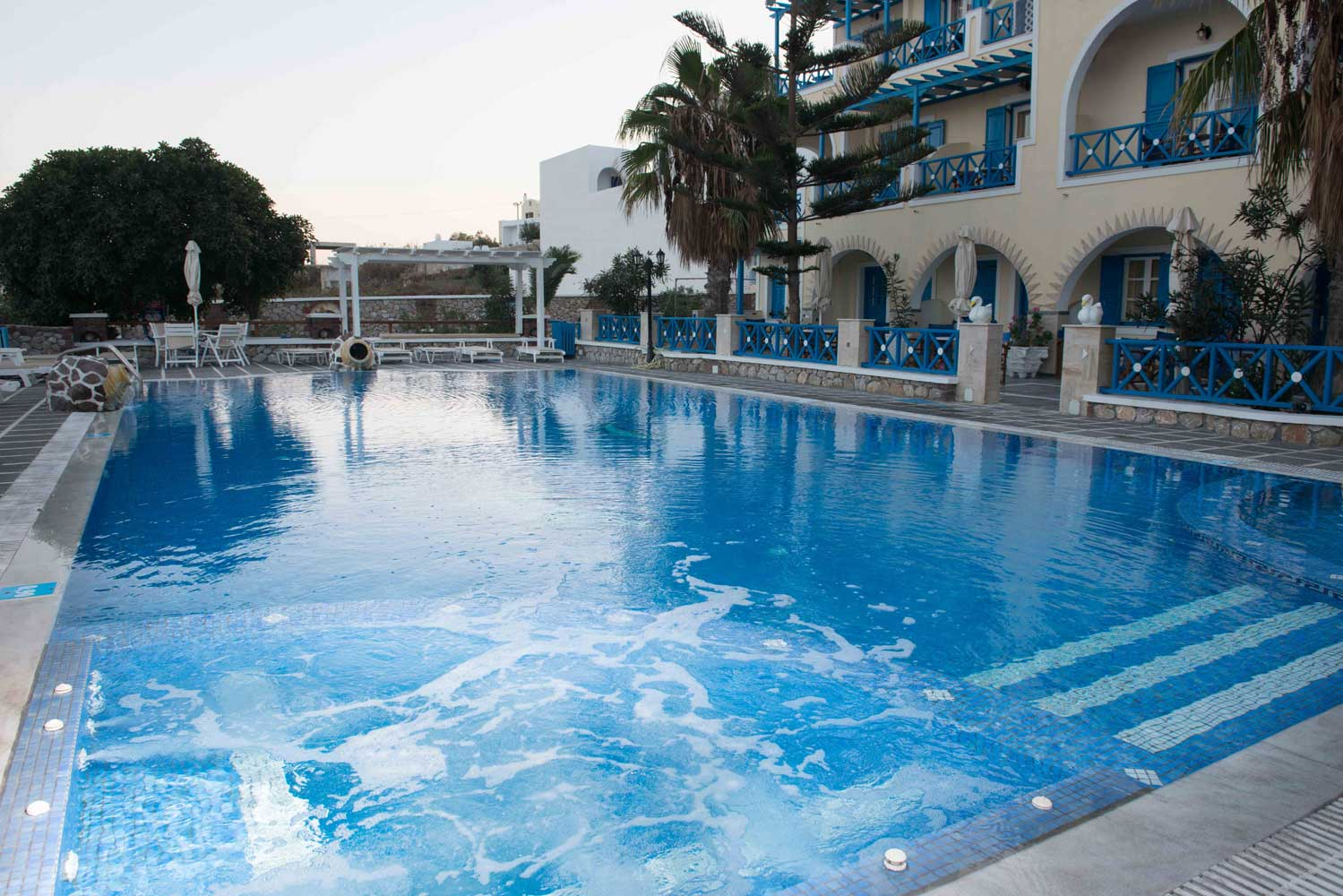 GOLDEN STAR HOTEL IN  Fira