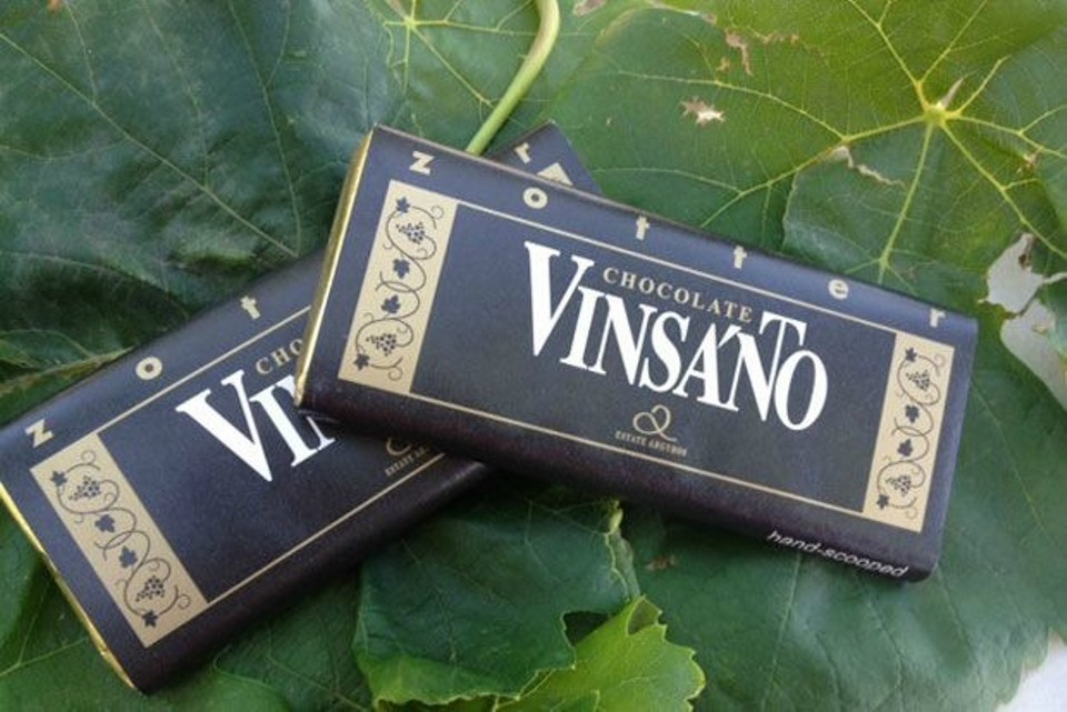 Vinsanto wine of Santorini is now a chocolate and conquers international markets! Another unique Greek flavor. Vinsanto wine has already managed to win a special place for those who have tasted it. Just a few drops of this local Santorini wine hide a special Greek flavor. Ano...