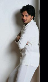 Singer Babul Supriyo have shot the first video of his new album Kuch Aisa Lagta Hai in Santorini. According to Supriyo: Yes, it's called Tere Liye and has been shot on one of the islands created by volcanic eruptions called Santorini. It features Niharika Singh, Miss India Asia Paci...