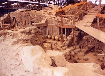 By 31 December, possibly earlier, the shelter of prehistoric Akrotiri site would be restored, while the May 31, 2011 the project will be complete delivered to archaeologists in order to organize the space to be opened to the public. The episode of the fall of a roofs section, which among others kill...