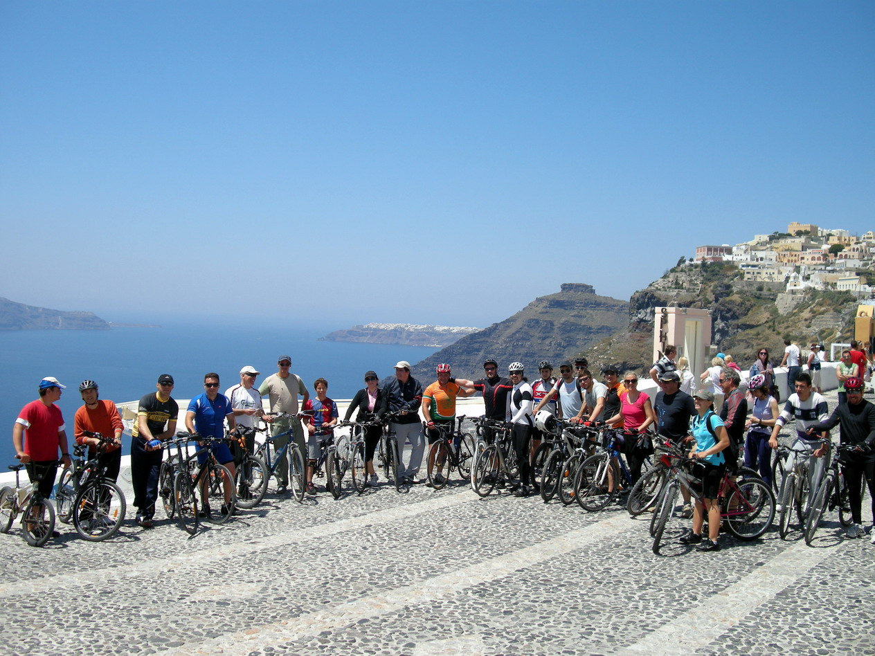Successful was the fourth National Ride held in Santorini today Sunday, May 8, 2011. As in many cities in Greece, today was the Ride to claim a better life with fewer cars, more bike lanes and a decent quality of life in our cities, based on changing the way we move and travel. ...